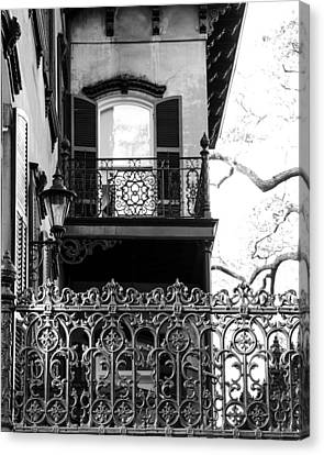 Random Porch.savannah Canvas Print by Maria Suhr