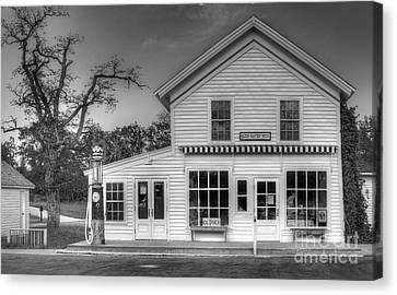 Ranger Station In Glen Haven Canvas Print