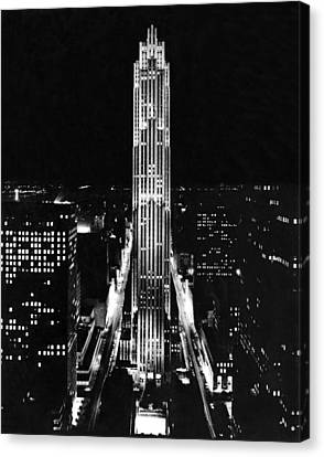 Rca Building At Night In Nyc Canvas Print by Underwood Archives
