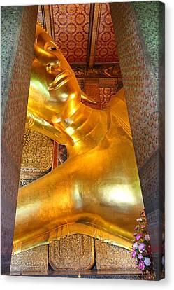 Reclining Buddha - Wat Pho - Bangkok Thailand - 01133 Canvas Print by DC Photographer