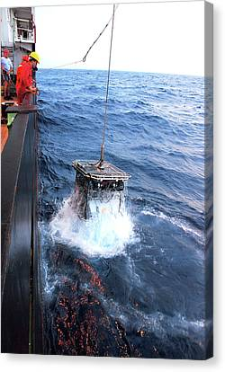 Recovering Robotic Underwater Vehicle Canvas Print by B. Murton/southampton Oceanography Centre