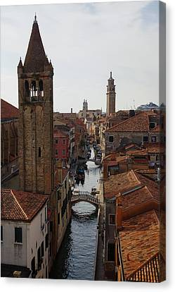 Red Rooftops Of Venice Canvas Print by Georgia Mizuleva