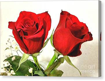 Red Roses 4 Canvas Print by Rose Wang
