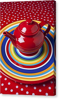 Red Teapot On Circle Plate  Canvas Print by Garry Gay