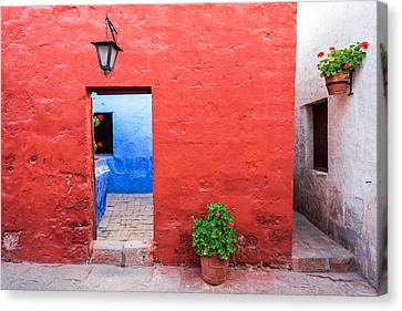 Red White And Blue Colonial Architecture Canvas Print