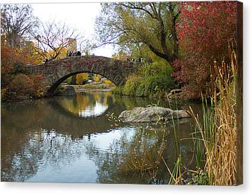 Canvas Print featuring the photograph Reflections Of Gapstow Bridge by Jose Oquendo