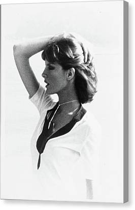 Rene Russo Wearing A Harry King Hairstyle Canvas Print