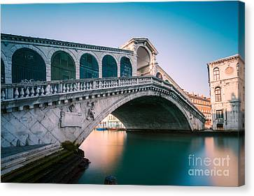 Rialto Bridge In The Morning - Venice - Italy Canvas Print