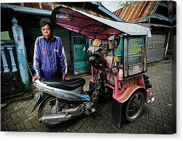 Rickshaw Driver With Leprosy Canvas Print