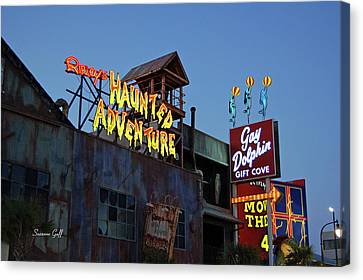 Ripleys Haunted Adventure And The Gay Dolphin-myrtle Beach South Carolina Canvas Print by Suzanne Gaff