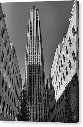Ge Building In Black And White Canvas Print