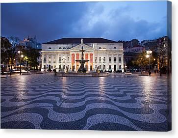 Rossio Square At Night In Lisbon Canvas Print by Artur Bogacki