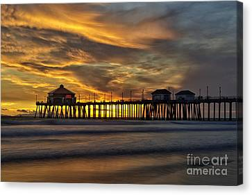 Ruby's At Surf City Canvas Print by Peter Dang