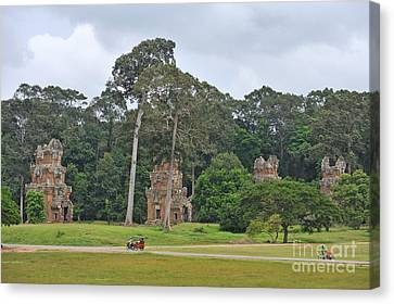 Ruins And Tourists At Angkor Wat Canvas Print by Sami Sarkis
