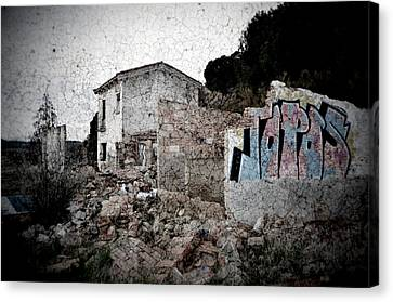 Ruins Of An Abandoned Farm House Canvas Print by RicardMN Photography