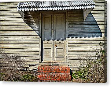 Canvas Print featuring the photograph Salters Doorway by Linda Brown