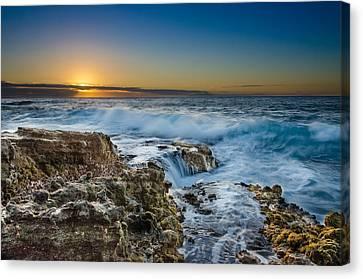 Sandy Beach Sunrise Canvas Print by Tin Lung Chao