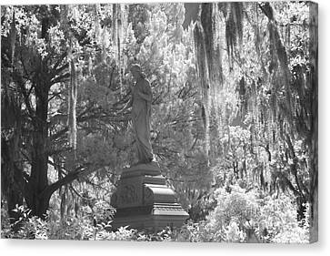 Savannah Bonaventure Cemetery Black And White Angel Monument With Hanging Spanish Moss Canvas Print