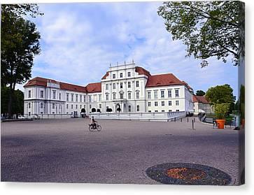 Schloss Oranienburg / Deutschland Canvas Print by Gynt