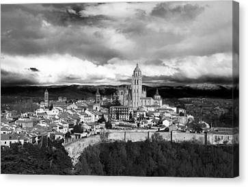 Segovia In Black And White Canvas Print by Lorraine Devon Wilke