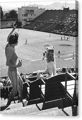 Sf Giants Fans Cheer Canvas Print by Underwood Archives
