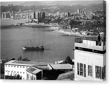 Ship In The Harbor At Valparaiso Canvas Print by John Rizzuto