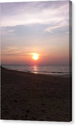 Short Beach  Long Island Canvas Print by Julia Gatti