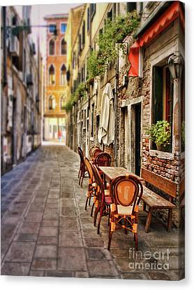 Sidewalk Cafe In Venice Canvas Print