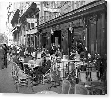 Sidwalk Cafe In Madrid Canvas Print by Underwood Archives