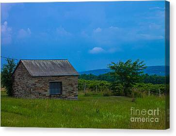Keuka Lake Canvas Print - Slate Barn Near Keuka Lake by Steve Clough