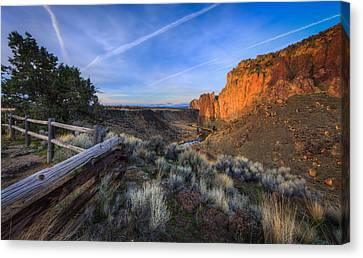 Smith Rock At Sunrise Canvas Print by Everet Regal