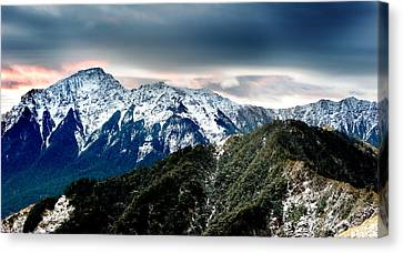 Canvas Print featuring the photograph Snow Mountain by Yew Kwang