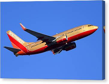 Southwest Boeing 737-7h4 N792sw Phoenix Sky Harbor December 22 2014  Canvas Print by Brian Lockett