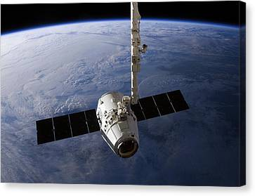 Spacex Dragon Capsule At The Iss Canvas Print by Science Photo Library