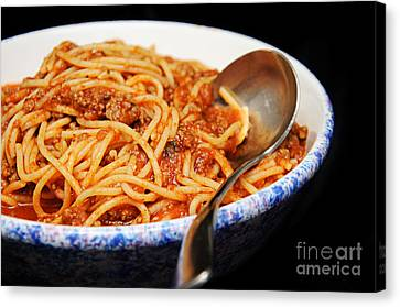 Spaghetti And Meat Sauce With Spoon Canvas Print by Andee Design