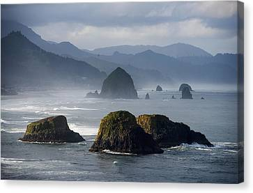 Spectacular Coastal Scenery Is Found Canvas Print by Robert L. Potts