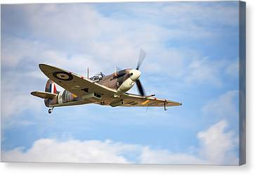 Spitfire Mk5 Low Pass Canvas Print by Ian Merton