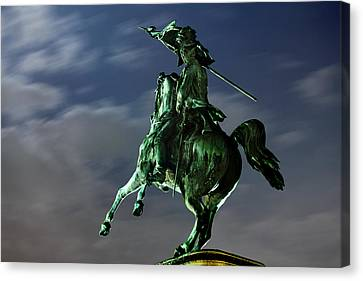Square Of Heroes - Vienna Canvas Print by Marc Huebner