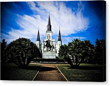 Canvas Print featuring the photograph St Louis Cathedral In Jackson Square by Ray Devlin