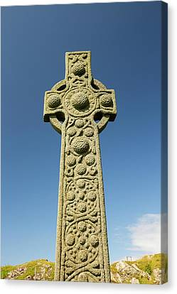 St Oran's Cross In Iona Abbey Canvas Print