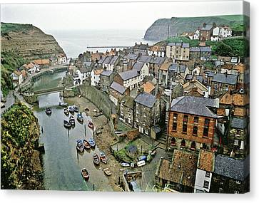 Staithes Yorkshire Uk 1980s Canvas Print by David Davies