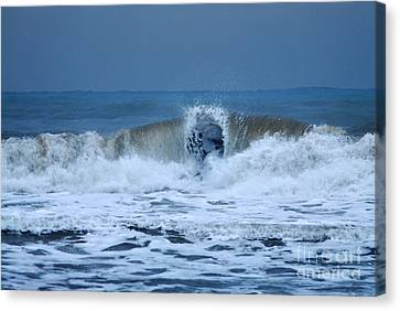 Dancing Of The Waves Canvas Print