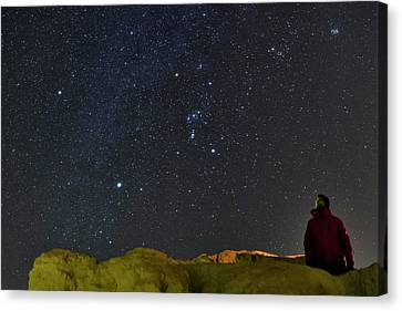 Stargazing In Dasht-e Kavir Canvas Print by Babak Tafreshi