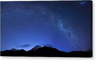 Starry Night Over Mount Ngauruhoe Canvas Print by Ng Hock How