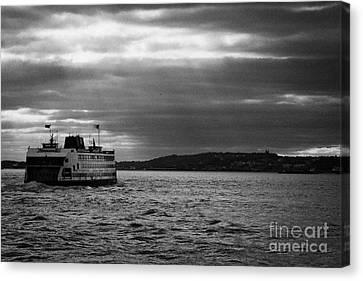 staten island ferry Andrew J Barberi heading towards staten island new york Canvas Print