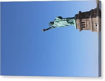 Statue Of Liberty Greeting Canvas Print by Suzanne Perry