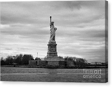 American Independance Canvas Print - Statue Of Liberty Liberty Island New York City by Joe Fox