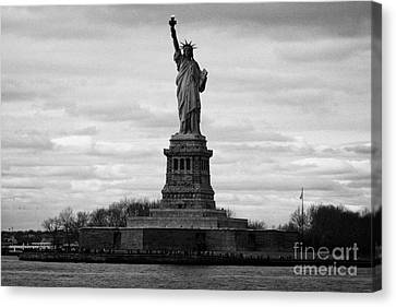 Statue Of Liberty Liberty Island New York City Usa Canvas Print by Joe Fox