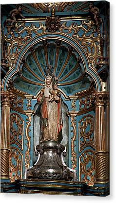 Statue Of Mary Holding The Baby Jesus Canvas Print by Jaynes Gallery