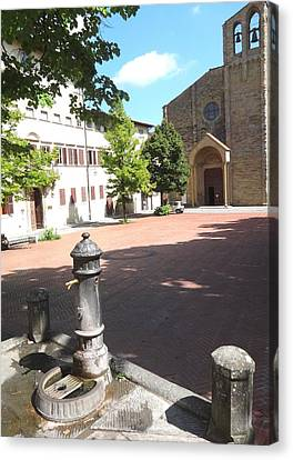Piazza In Arezzo Canvas Print by Irina Stroup